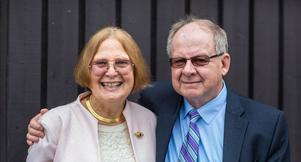 Barbara och Hans Bergström, författare till boken om  Barbara Bergströms skapelse Internationella Engelska Skolan. Bild: Ekerlids förlag