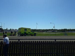 Ambulansen dröjde en timme innan de kom fram till Dannerotravet där fyra kuskar hade krockat i en otäck kollision. Foto: Andreas Söderberg Vestin