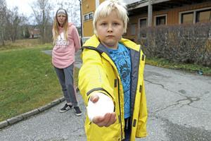 Jason blev attackerade av två hundar när han skulle gå till en kompis och leka,