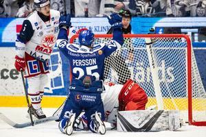 Leksands Linus Persson jublar efter sitt 1–0-mål i första perioden. Foto: Daniel Eriksson/Bildbyrån.
