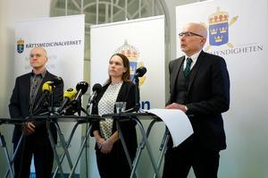 Fallet är ovanligt i Sverige. Under tisdagen kallade åklagaren till en pressträff om åtalet mot två personer som sålt fentanyl och orsakat flera personers död.  Från vänster Robert Kronstrand, professor i toxikologi, Åsa Torlöf,  polisens utredare, och Tomas Malmenby, kammaråklagare. Foto: Christine Olsson