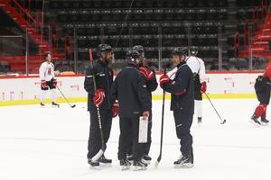 Christer Olsson, till höger i bild, gillar det han sett av sitt lag den första träningsveckan.