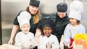 Förra året kom kockarna på Sagostugan till final om priset Arla guldkon. I år kan de vinna utmärkelsen Årets förskolekök.  Foto: Arla