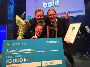 Peter Sjöö, Jesper Eriksson och Marcus Titus firar vinsten på branschgalan i Stockholm. Foto: Privat