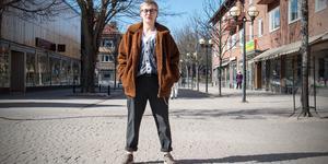 """Elviz Skogh från Fagersta kom ut som kille förra året. """" Det är viktigt som hbtqia-person generellt att vara öppen, även om det är jobbigt och man får skit"""", säger han."""