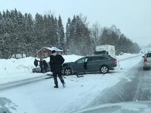 Olyckan mellan två personbilar i höjd med Högsnäs, på samma väg som den tidigare olyckan.