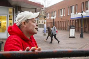 Micke Larsson har jobbat som centrumvärd i Söderhamn i åtta år.