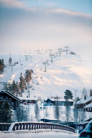 Delar av liftsystemet i Idrefjäll kommer att hållas stängda under fredagen på grund av starka vindbyar högst uppe på toppen.