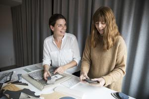 Som projektledare  planerar, driver och slutför Lisa Östling och Linda Mårtensson inredningsprojekt.