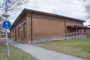Palmcrantzskolan kan byggas om för 60 miljoner kronor. Inget är dock spikat och nu kliver Lärarförbundet fram och ställer skolpolitikerna mot väggen.