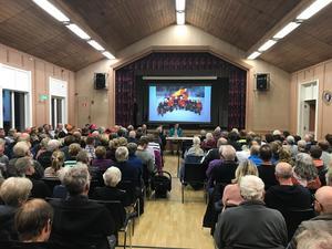 Under tisdagskvällen hölls ett krismöte på  på Hallgården i Hallen.