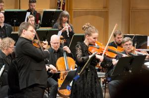 Richard Kontra, violin, och Ida Nyman, viola, gestaltade begreppet