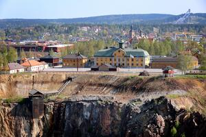 Den tidigare gruvdriften i Falu koppargruva har lett till att höga halter av tungmetaller har samlats i stora delar av marken inom Falu tätort.