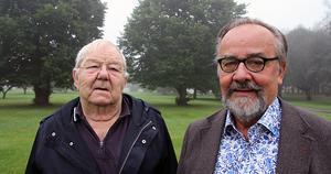 Rolf Eriksson från Sandarne Kult, och Göran Strandow på platsen där skulpturen