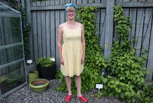 Linda myser bland plommon, minikiwi och hallon.