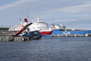 Stockholms Hamnar satsar ytterligare på Kapellskärs hamn. Större ytor för omlastning och mellanlagring ska byggas och servicekajen håller på att moderniseras. Foto: Anders Sjöberg