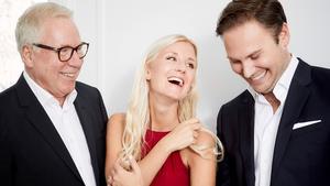 """I julkonserten """"I vintertid"""" möts tre olika musikvärldar. – Anders Berglund har väl egentligen rört sig i alla farvatten, men mest kommer han från popjazz-hållet. Och Emmi Christensson är en strikt musikalsångerska, säger Christian Svarfvar som själv egentligen bara har spelat klassisk musik tidigare. – Jag har varit en klassisk nörd kan man säga. Men nu har jag börjat snegla på andra genrer och musikstilar. Bild: Fredrik Francke"""
