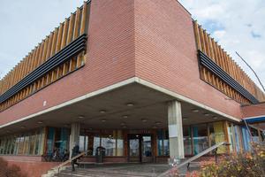 Löftet från kommunalrådet Bosse Svensson (C) att Östersunds bibliotek kommer att rustas upp under mandatperioden.