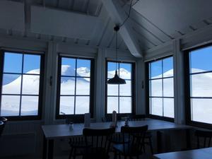 10.49 Sylarnas nyrenoverade restaurang är riktigt fin och likaså utsikten.