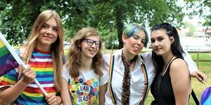Ted Undin, Hilma Staffangård, Miranda Lundström och Emma Madeleine Lundgren deltog i Pridetåget.