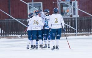Borlänge firar efter Hampus Åkermans 0–1-mål i derbyt mot Falu BS.