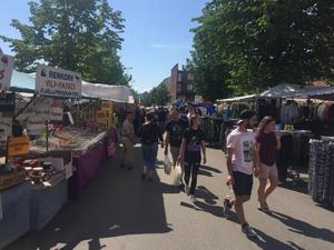 Vädret bjöd på strålande sol över marknadsgäster och knallar under Ludvikas vårmarknad