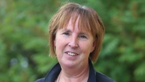 Gunilla Zetterström-Bäcke är fast besluten om att vara politisk vilde och behålla sina uppdrag.