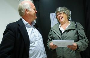 """Ulla Karlsson från Strömsund var först ut att opereras i de nya lokalerna. """"Det har gått fort, jag är helt imponerad"""", säger Ulla om vistelsen. Hon har väntat sedan i julas på att göra sin knäoperation. Vd Börje Olsson fick en pratstund efteråt."""