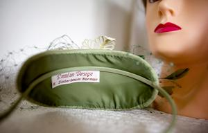 Företaget Smulan Design har funnits i sju år, men Karin har sytt hattar i 27 år.