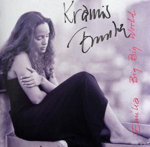 När Emilia gästade Åhléns i slutet av 90-talet trängdes cirka hundratals ungdomar inne på köpcentrat för att få en skymt av henne. Trängseln blev så stor att signeringen på polisens inrådan ställdes  in, men hon sjöng ett par låtar. Foto: Privat.