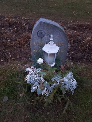 Sänder några bilder från mina bortgångna käras gravar  De finns på Arbrå och Bollnäs kyrkogårdar. Tände ett ljus för dem alla och de lever kvar inom mig! Foto: Birgitta Andersson, Arbrå