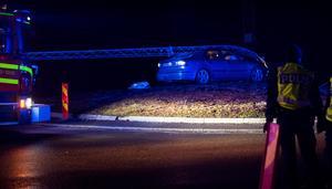 Bilen körde rakt in i rondellen.