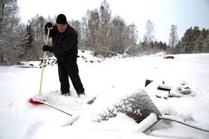 Nu återstår städning och sortering av resterna av hyvleriet.