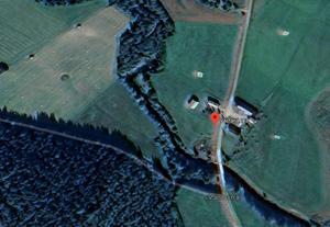 En gård i Västanå, mellan Bjästa och Sidensjö, såldes för 3 miljoner kronor. Foto: Google Maps