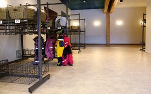 Bara fyra barn är på Regnbågen den första verksamhetsveckan. Men redan nästa vecka väntas totala antalet overaller i klädställningen vara ett tjugotal.