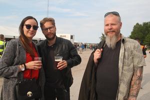 Erica Niska och Rikard Mellberg från Timrå och Robert Wiklander från Stöde var peppade på att uppleva en kväll med musikalisk nostalgi. Robert Wiklander såg mest fram emot att höra förbandet Night Flight Orchestra.