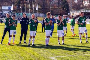Jönköpings Södras spelare deppar efter 0-1-förlusten mot Öster på Stadsparksvallen.