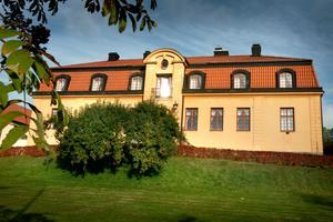 Vi föreslår att tingshuset blir ett Ungdomens hus. Låt de vackra lokalerna bli våra ungdomars andra hem, där de får fylla lokalerna med aktiviteter, kultur och musik, skriver Ulrika Falk och Olle Jansson.