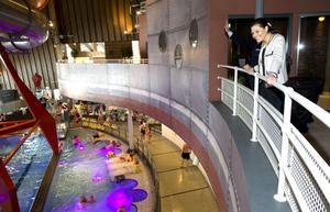 Äventyrsbadet Experium har lockat många besökare i sommar. Bilden från kronprinsessan Victorias besök förra året.