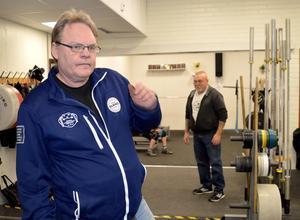 Bosse Johanssons vakande öga håller koll på alla ungdomar under träningarna. Det är stort fokus på rätt teknik i klubben som inte haft en enda lyftarskada.