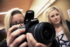 Bloggerska. 16-åringarna Alice Reisser och Louise Borking från IT-gymnasiet hängde på Växhuset. Alice tog lite bloggbilder.