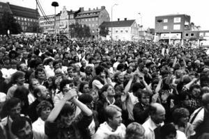 Yranarrangörerna hade räknat ut att det räckte med drygt 8 000 besökare för att gå ihop, men de hoppades på 13 000. Nu löste över 30 000 personer in sig på lördagskvällen och den första Yran på tio år blev en succé.