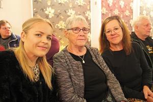 Tre generationer Söderlund, från Järbo, var på plats. Fanny, Ulla och Annika är alla stora beundrare av Elvis.