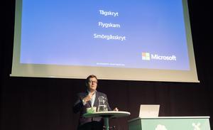 Under sitt anförande på Microsofts teknikdagar i Stockholm skojar Brian Marrs om att han har lärt sig tre nya ord på svenska. Smörgåsskrytet handlar om att han besökte ett kafé i Stockholm där smörgåsarnas koldioxidavtryck redovisades på skyltar. Sverige är ett föregångsland när det gäller miljö och hållbarhet, tycker han.