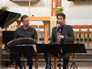 Mikael Augustsson, bandoneon, och Per Texas Johansson, basklarinett, söker tangokompositören Piazzollas rötter i konstmusiken.