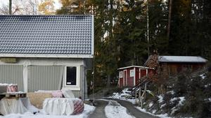 Huset på Vackåstigen är byggt enligt bygglovet. Därför borde kommunen reda upp situationen, anser grannarna. Bild: Denim Nygren
