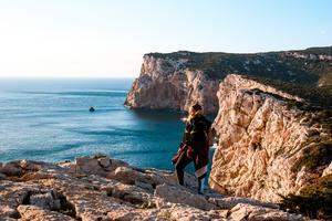 När vi pratar med Sandra har hon precis kommit till natursköna Sardinien. Foto: Madicken Nyman