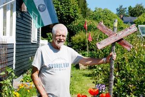 För jordbrukaren och politikern John Bruno Jakobsson har jorden alltid varit viktig och det syns i han och hans fru Ragnhilds prunkande kolonilott i Odensala.