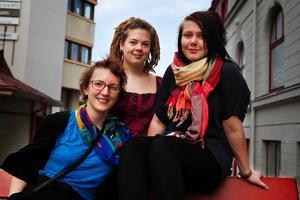 I höst driver Kreativ Explosion en serie Open Jam på en rad orter i länet. Och avgående ordföranden Matilda Amundsen Bergström (till vänster) lämnar över stafettpinnen till bland andra Emma Hörnell och nya ordföranden Elsa Stenström (till höger).