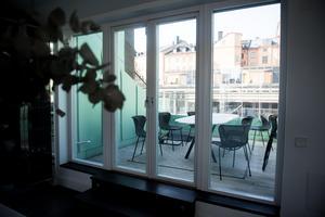 En terrass är trevligt. I Forsbergs/Nordins lägenhet finns två.